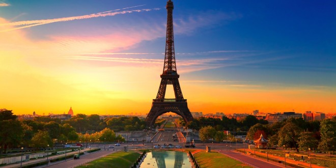PARIS economic    de la 295 €